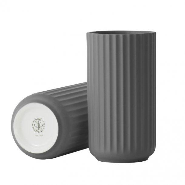 Lyngby vase - H. 15 cm - mørk grå